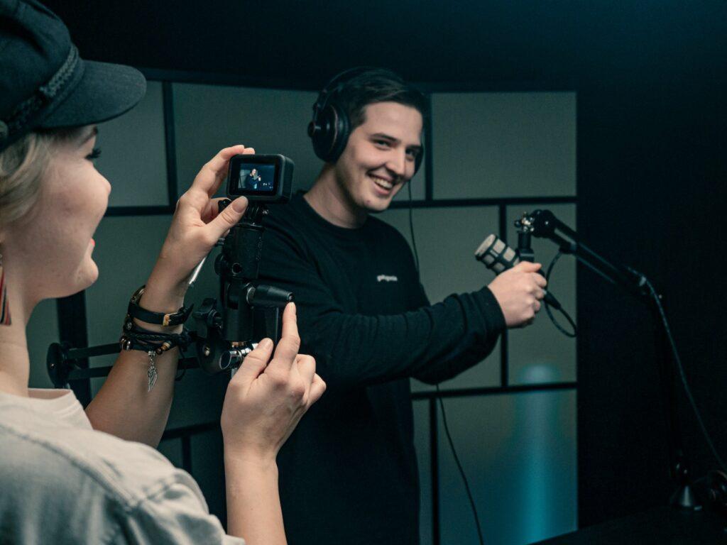 Sisällöntuotantoa kuten podcasteja, kuvia ja videoita